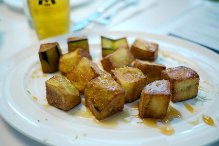 Berenjenas fritas with honey
