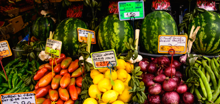 A market stall in Milan (©John C. Bruckman/Creative commons)